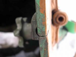 Толщина верхней боковой брони доходит до 9 мм. Пробовали «брать» выстрелом из «Тайги», но только оцарапали краску