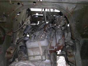 Двигатель от ЗИЛ-157 уже пытается примериться к отцовским доспехам