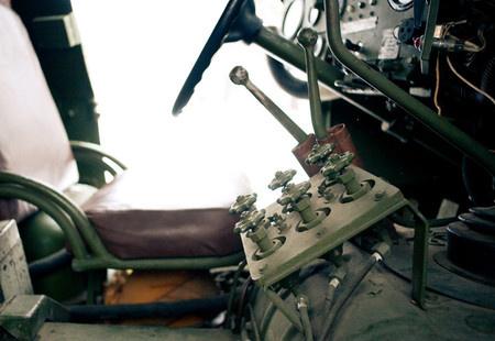 Эти вентили управляют давлением в каждом из шести колес Непосредственно на колесах тоже стоят «краники». На последующих зиловских моделях конструкцию упростили, оставив только «краники» на колесах.